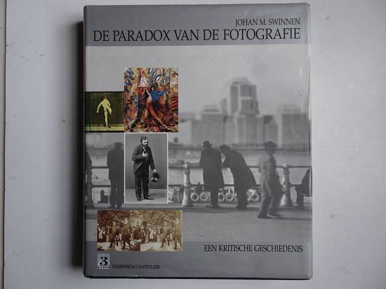 SWINNEN, JOHAN M.. - De paradox van de fotografie; een kritische geschiedenis.