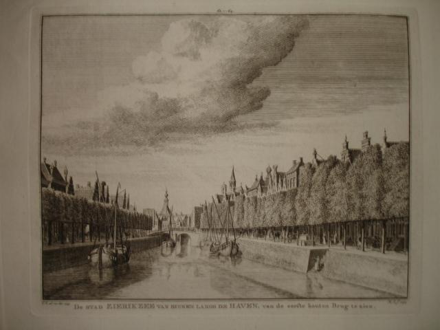 ZIERIKZEE. - De Stad Zierikzee van binnen langs de Haven, van de eerste houten Brug te zien.
