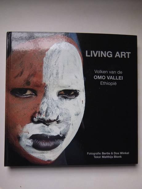 BLONK, MATTHIJS & WINKEL, BERTIE & DOS. - Living Art. Volken van de Omo Vallei, Ethiopië.